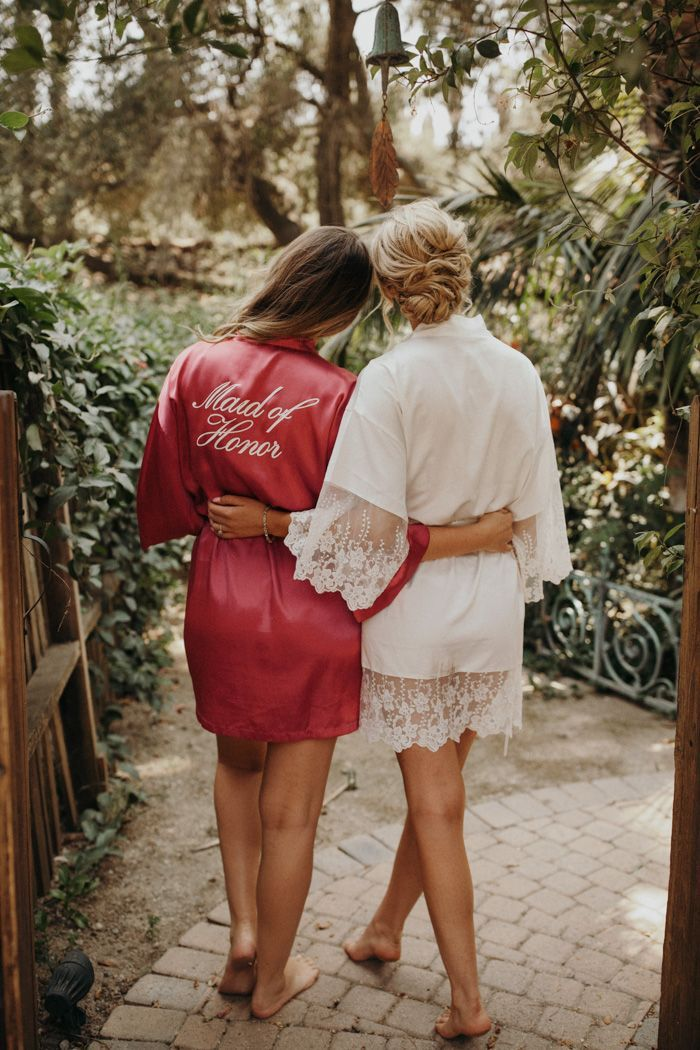 Elegant silk bride + bridesmaids robes for getting wedding ready | Image by Jordan Voth Photography #weddingpictures