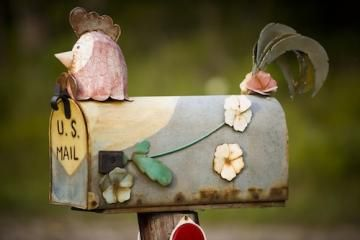 8 creative country mailboxes: These clever, unique mailboxes will inspire you to start designing your own! Living the Country Life http://www.livingthecountrylife.com/country-life/recreation/8-creative-country-mailboxes/