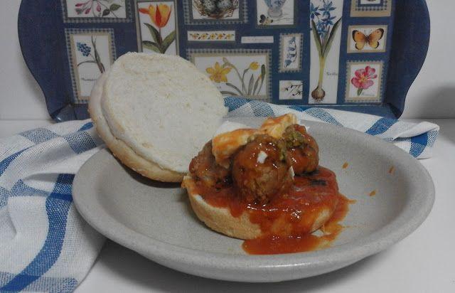 Gosto pelos Sabores: Almôndegas com pesto e molho de tomate no pão