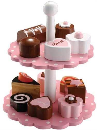kakefat-med-kaker-i-tre-12-deler.jpg 375 × 500 bildepunkter