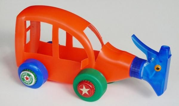 How to make simple toys using recycled materials found at home