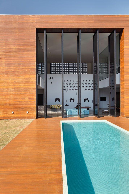 LA house / studio guilherme torres