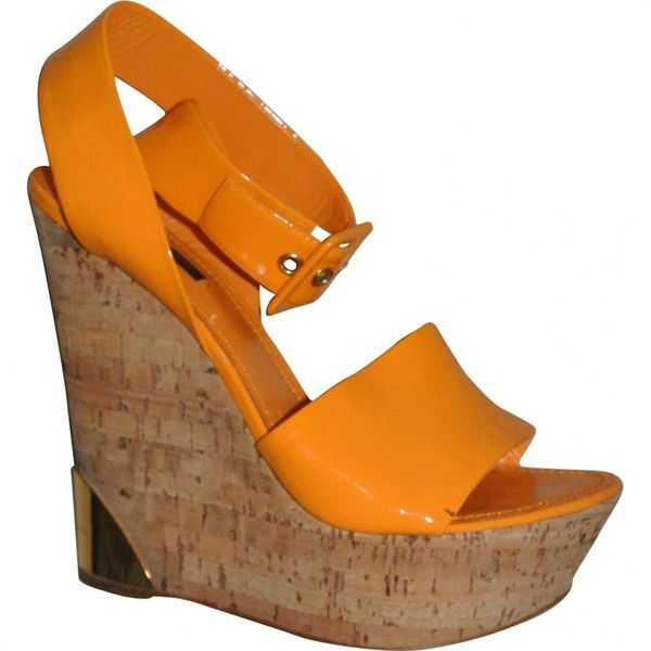Pre-owned Louis Vuitton Orange Patent Leather Heels ($291) ❤ liked on Polyvore featuring shoes, pumps, orange, women shoes heels, patent shoes, patent pumps, wedge pumps, orange wedge shoes and wedges shoes