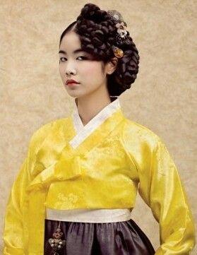 Haper's BAZAAR Korea Feb 2012. Styling by Agent de Bettie