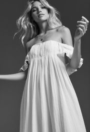 Alliant matières délicates et coupes bohèmes, Lein est simplement la meilleure adresse où dénicher une robe de mariée non conventionnelle. La preuve en images.