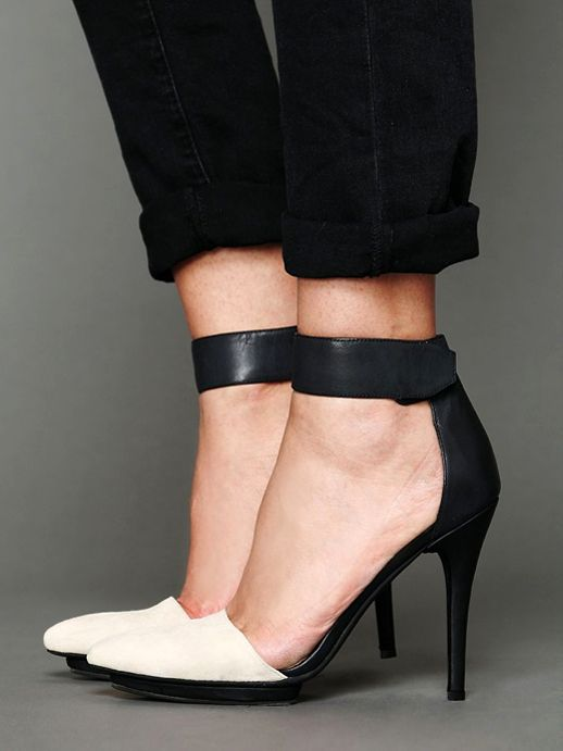 LE FASHION BLOG SHOE CRUSH TWO TONE BLACK WHITE LEATHER SUEDE HEELS JEFFREY CAMPBELL SOLITAIRE HEELS EXCLUSIVE FOR FREE PEOPLE BLACK LEATHER ANKLE STRAP WHITE POINTED CAP TOE CROPPED ROLLED BLACK JEANS DENIM