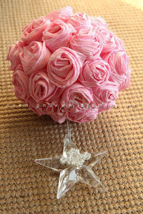 Girando vecchi fiori di carta da imballaggio in palla bellissimo fiore | abilità | aFamily.vn