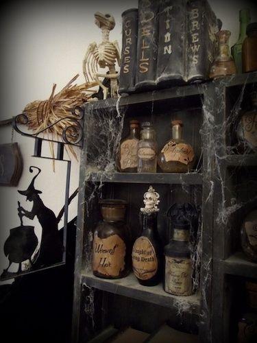 Potion Shop Leaky Cauldron Sign
