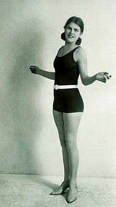 https://flic.kr/p/gFD64H   Mlle Hildegard Quandt - Miss Allemagne 1927   Mlle Hildegard Quandt est la première Miss Allemagne. De 1927 à 1933, toutes les élections avaient lieu au Palais des Sports de Berlin.   Les Nazis considéraient ce genre de concours comme une 'décadence judéo-bolchevique' et les ont supprimés. L'élection de Miss Allemagne ne reprendra qu'en 1949.