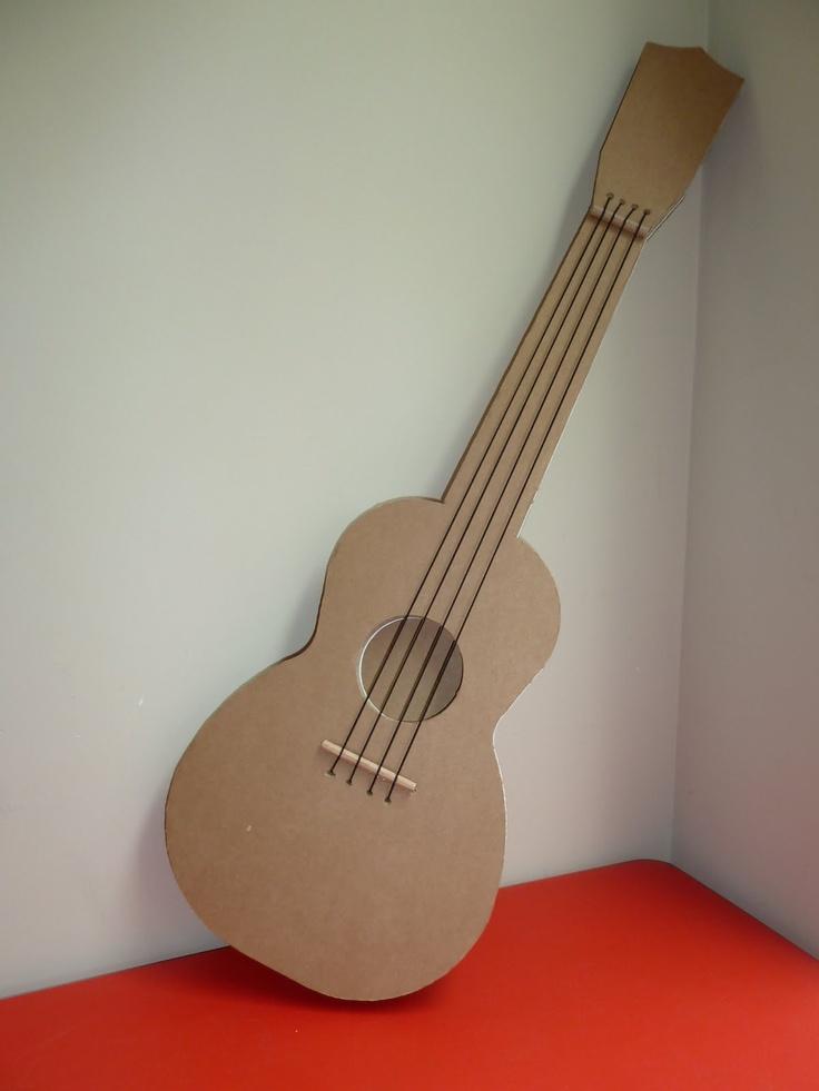 Cardboard guitar, kartonnen gitaar.