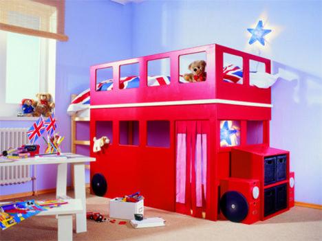 Kinderhochbett als Doppeldecker-Bus