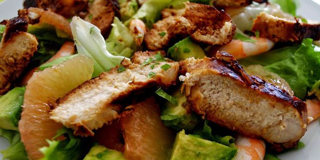 Salade de poulet mariné, crevettes et pamplemousse rose  Je cuisine ...