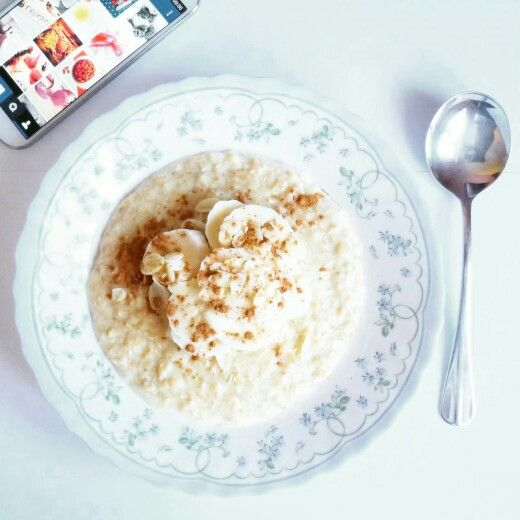 Breakfast.  Oatmeal with banana and almonds.