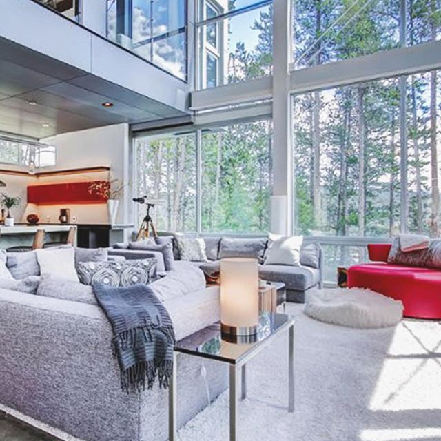 Ultra modern. Ultra cozy. Ultra camera-friendly (it was on HGTV). Who's ready to book a stay at Seventh Heaven, a Breckenridge vacation rental? 🙋🙋♂️