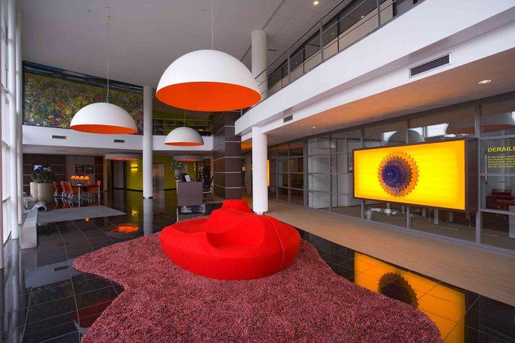 Project: BoVemij Verzekeringen, Nijmegen, Holland Projectinrichter: Aarts en co Kantoor en projectinrichters Product: Moroso -Saruyama island