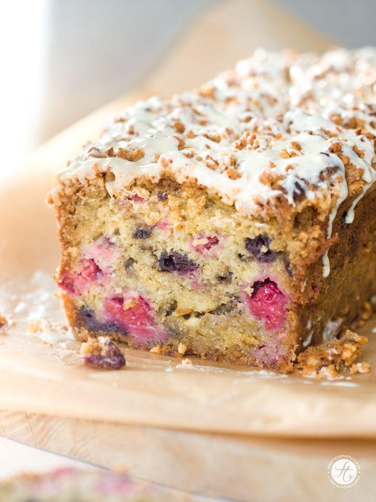 Superlocker & saftiger Beeren-Weisse Schoko-Kastenkuchen mit knuspriger Mandelkruste | feiertäglich…das schöne Leben