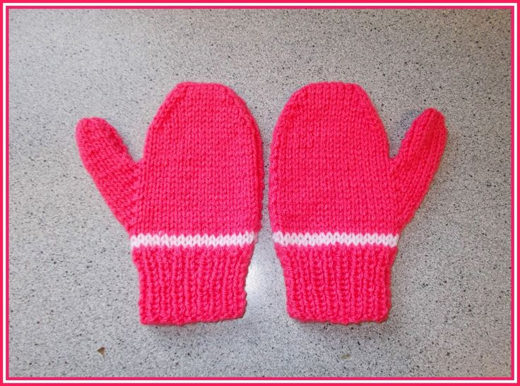 It's getting to that time of year again ~ when little fingers need mittens to keep them cosy.   These are so very simple. Knitted on 2 ...