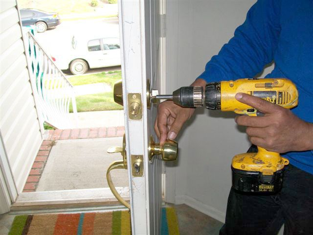 Davidson locksmith replace old locks which gets damaged due to weather, heavy use as well as misuse.