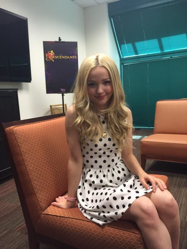 Dove Cameron. So pretty and sexy, I love her gorgeous knees..wow!! Sal P.