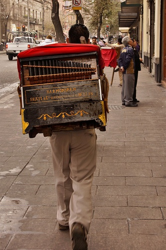 Organilleros en la Ciudad de México estan desapareciendo...I miss their music...