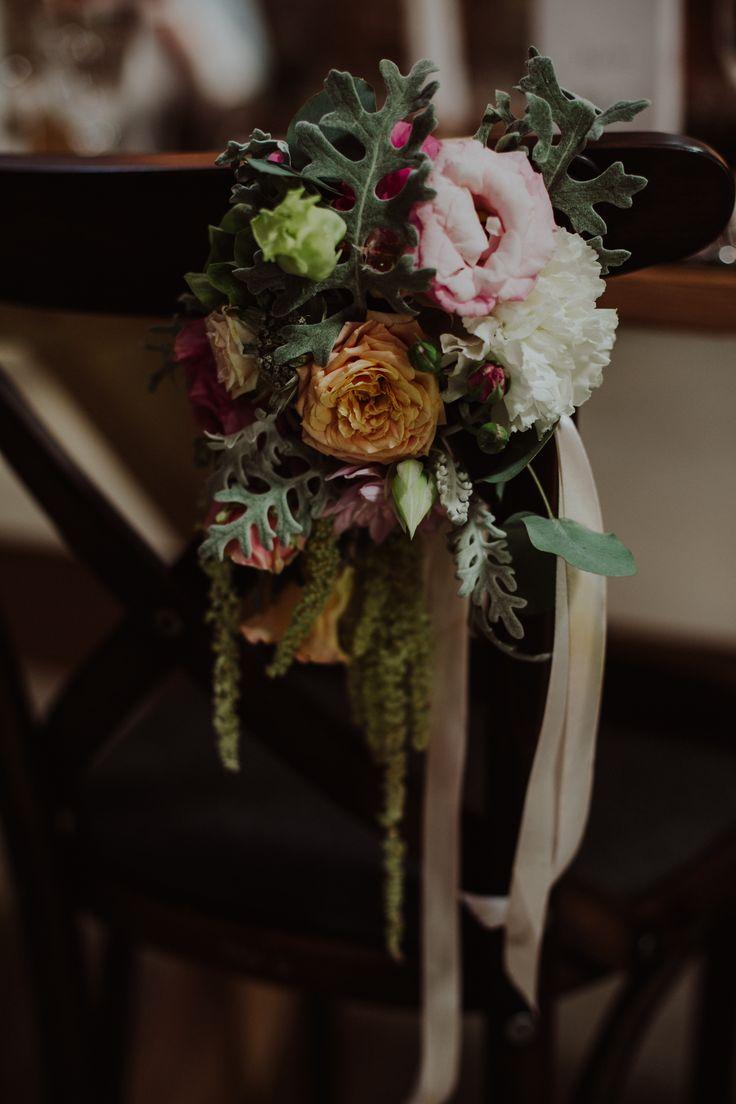 INNA Studio_rustic wedding / flowers on a chair / fot. Ola Gruszka Fotografia