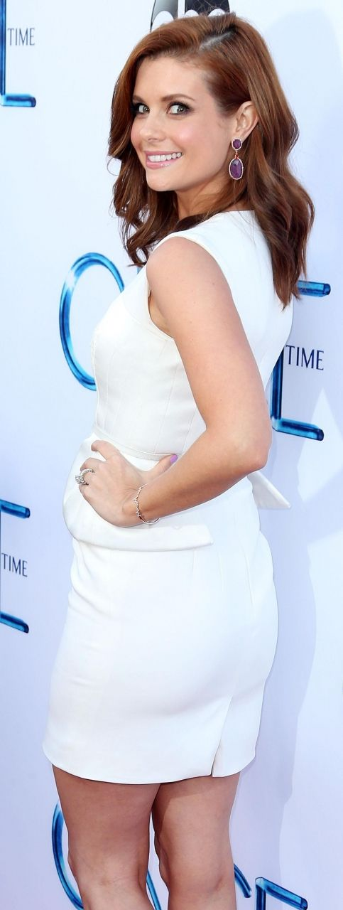 Joanna Garcia Swisher attends a screening of ABC's 'Once Upon A Time' Season 4 at the El Capitan Theatre on September 21, 2014 in Hollywood, California.
