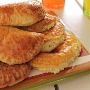 Καταπληκτικά τυροπιτάκια με ζύμη γιαουρτιού!!! - Filenades.gr cheese pastries…