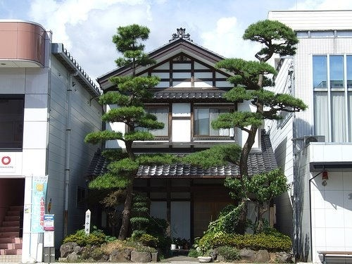 Old style japanese house homes pinterest the old for Conventional house style