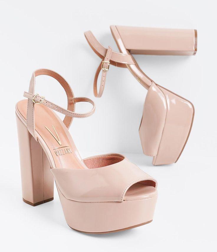 Sandália feminina  Salto super alto  Em verniz  Material: sintético  Marca: Vizzano         COLEÇÃO VERÃO 2016     Veja outras opções de    sandálias femininas.        Sobre a marca Vizzano     Para oferecer a beleza que as mulheres tanto querem, é essencial ter estilo. A Vizzano reúne as principais tendências de moda para que as mulheres possam desfilar toda a sua feminilidade em qualquer situação. Trabalhando com luxo e glamour em cada detalhe, os calçados femininos da Vizzano são criados…