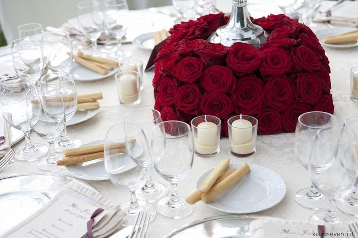 Centrotavola di rose rosse | Wedding designer & planner Monia Re - www.moniare.com | Organizzazione e pianificazione Kairòs Eventi -www.kairoseventi.it | foto Oscar Bernelli