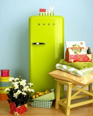 Vintage #kitchen. Bright green #smeg #fridge