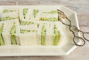 具材はきゅうりだけのシンプルなサンドイッチ。 きれいに見せる切り方も。