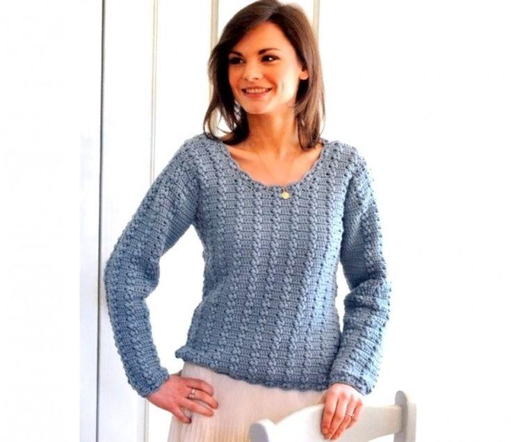 Пуловер крючком с глубоким круглым вырезом. Пуловер удобного покроя связан узором из пышных столбиков. Его отличает глубокий круглый вырез горловины и застежка на плече.