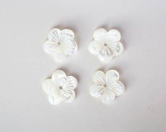 2755 Mother of pearl bead flowers 11.5 mm Ivory shell