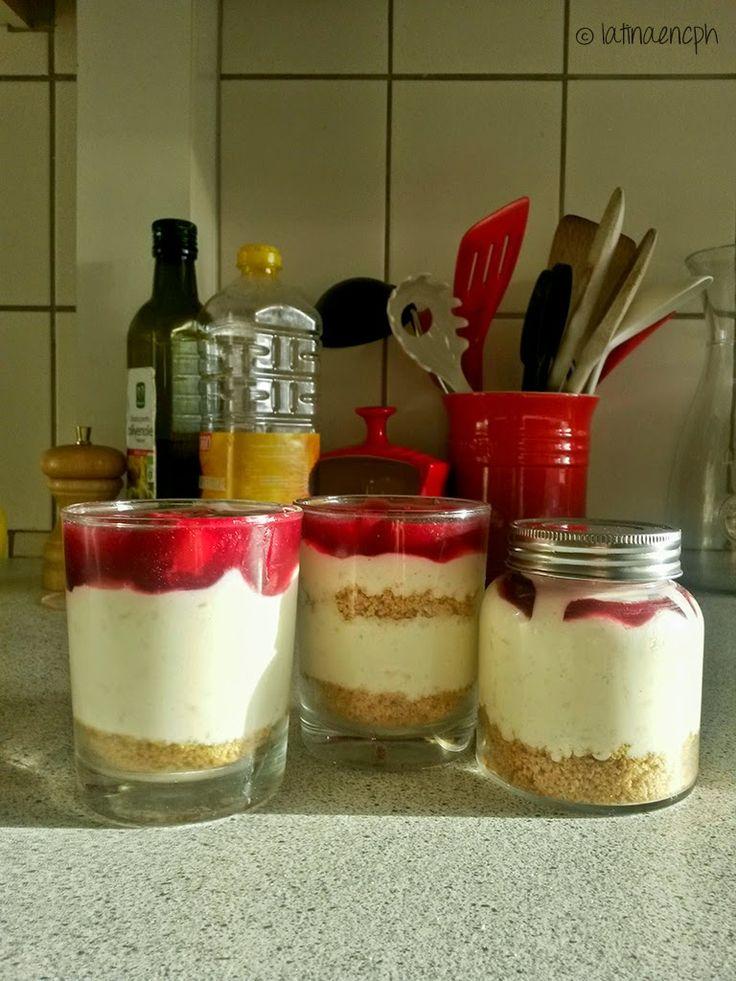 Cheesecake de risalamande (postre de arroz navideño danés) - sin hornear y en porciones individuales.