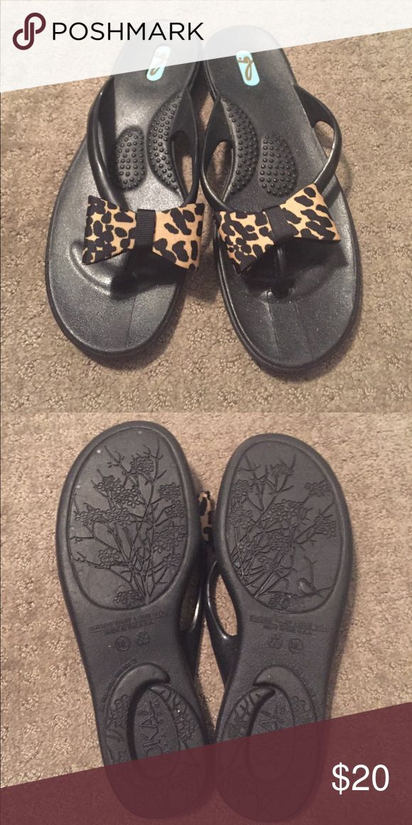 Okabashi Sandal {8} EUC Okabashi Reflexology Sandal with leopard bow. Size is M/L which fits an 8. Adorable and comfortable! Okabashi Shoes Sandals