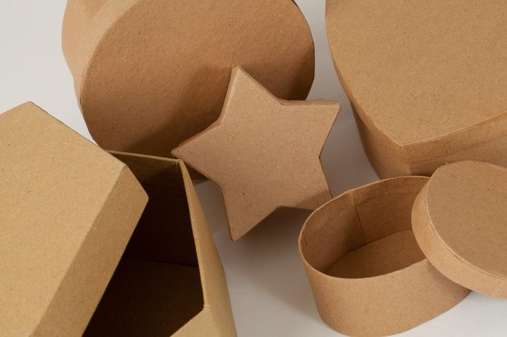 Cajas en papel Maché y madera listas para decorar. Vienen en varios tamaños y formas.