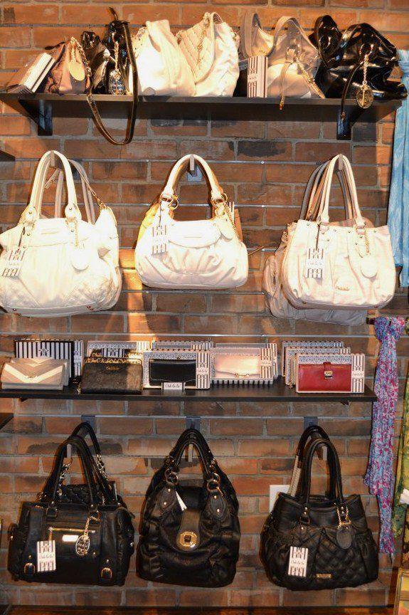 Best 25 Purse Display Ideas On Pinterest Handbag