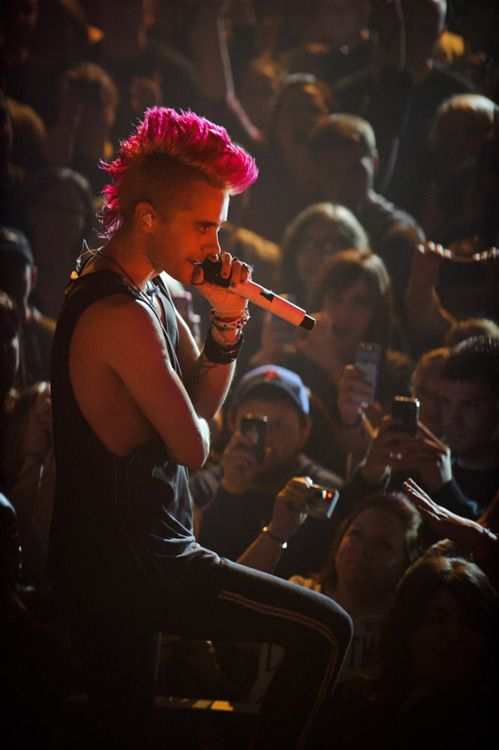 Jared Leto lookin super sexy with a hot pink Mohawk