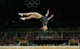 Pendant plus de trois décennies, les meilleures gymnastes artistiques du Canada ont dû parcourir le monde pour participer aux championnats...