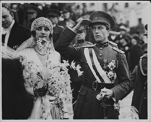 indypendentroyalty: 1926 Crown Prince Leopold of Belgium with his bride, Princess Astrid of Sweden (via marinni: Старинные свадебные фотографии 10-20-30-х годов.)