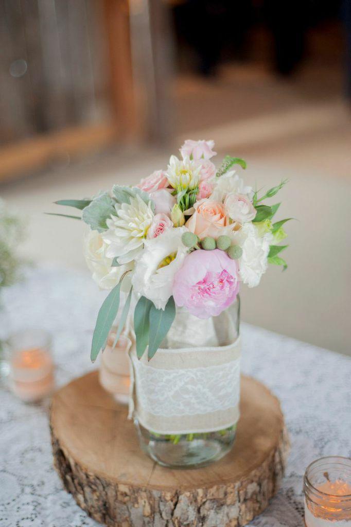 A Rustic Barn Wedding Full of Romantic Southern Charm - MODwedding