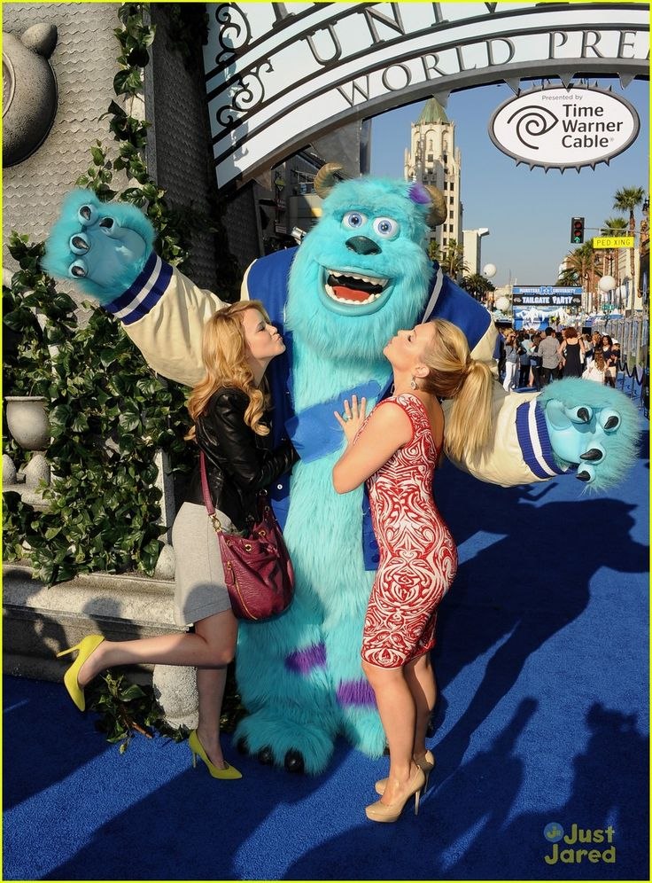 Taylor Spreitler: Kisses for Sully at 'Monsters University' Premiere | taylor spreitler mu premiere 04 - Photo
