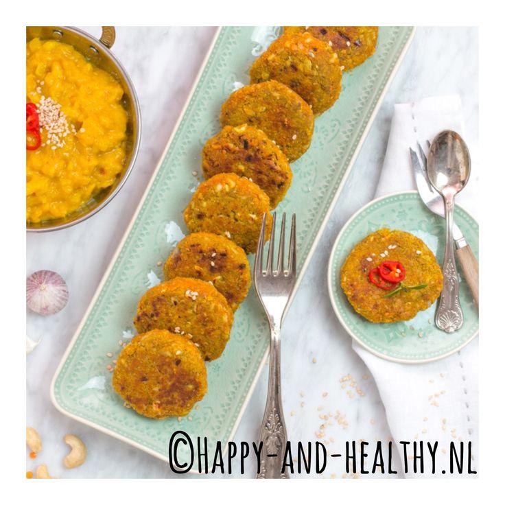Fantastisch lekkere linzenkoekjes | linzenburgers! Bestel snel ons laatste kookboek & laat je verleiden door de lekkerste gerechten uit #gezondewereldgerechten!   Recept is te vinden in mijn hoofdstuk vol lekkere Indiase gerechten  #happy #healthy #happyhealthynl #gezondewereldgerechten #kookboek #healthfood #indian #indianfood #healthyfood #foodie #inspiration #cooking #sinterklaas #sint #loveit #nomnom #yummy #tip #recept #natuurvoeding #glutenvrij #suikervrij