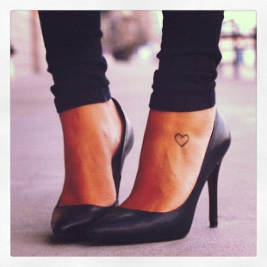 Heart tattoo on the foot. So pretty and | http://wonderfultatoos.blogspot.com