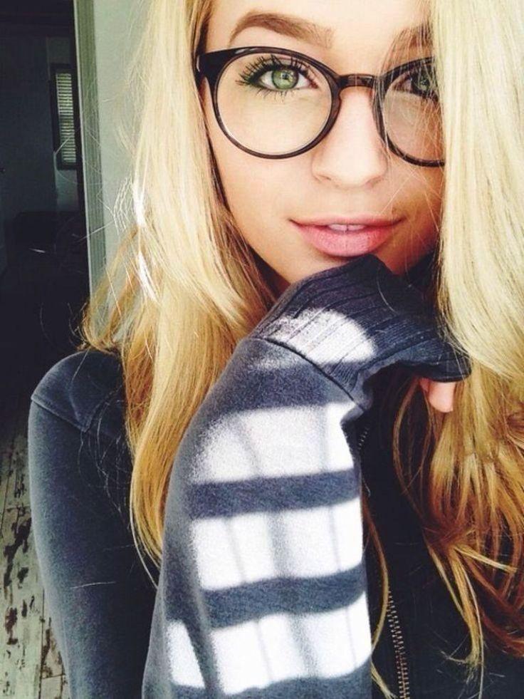 Blonde glasses teen — photo 14