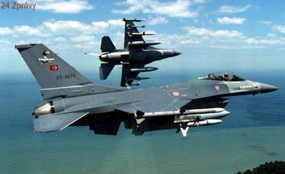 """Turecké letectvo útočilo na """"teroristická hnízda"""" v severním Iráku a Sýrii"""