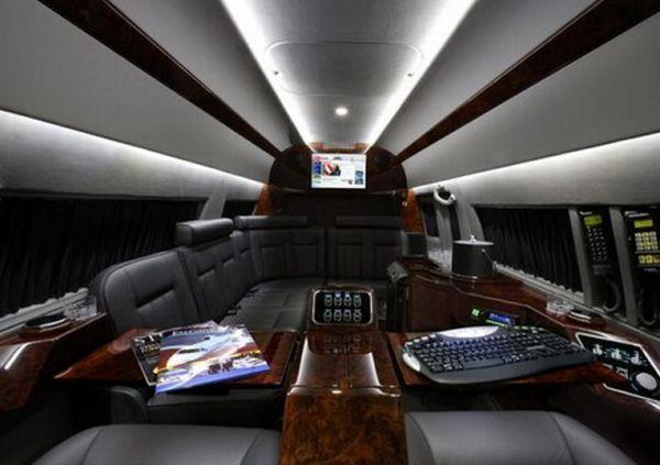 Sprinter van interiors mercedes benz sprinter van for Mercedes benz van interior