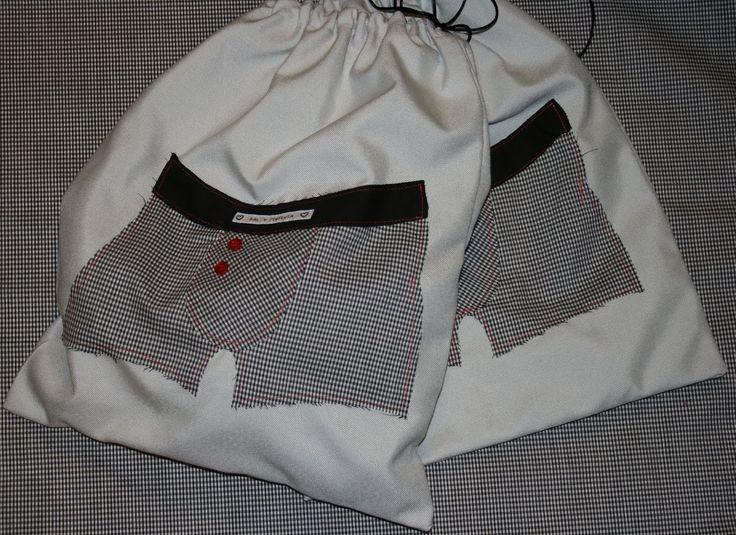Bossa per roba interior. #patchwork http://salypimientaartesania.blogspot.com.es/2012/03/bolsa-para-ropa-interior-masculina.html