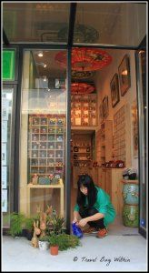 Siqui (shop owner) in front of the Soul Art Shop, 24-26 Aberdeen Street, Sheeung Wan, Mid Levels, Hong Kon (great shop for unique hand made Hong Kong souveiners.)